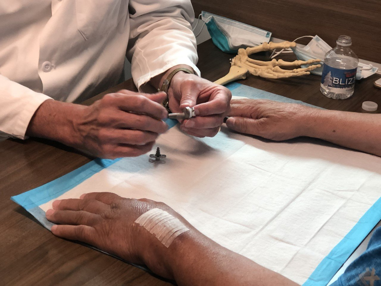 Read more about the article Dr. Weiss: Patients retain near-full range of motion with first-of-its-kind wrist replacement surgery